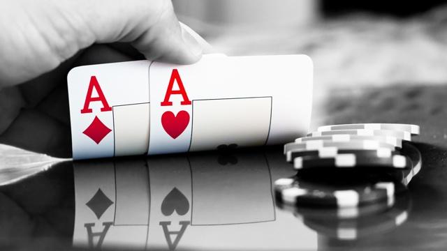 play-poker-pair-of-aces.jpg